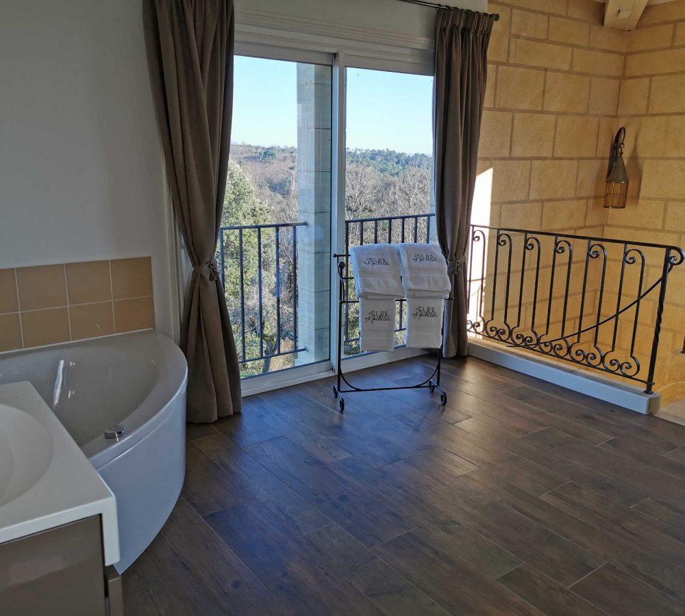 Au_Clos_de_Mathilde_Chambre_d_hotes_Sarlat_Piscine_la_tour_perigourdine_salle_de_bain_4
