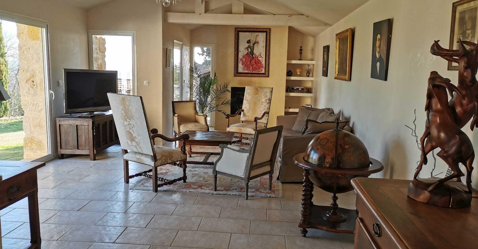 Au_Clos_de_Mathilde_Chambre_d_hotes_Sarlat_Piscine_parties_communes_salon_terrasse